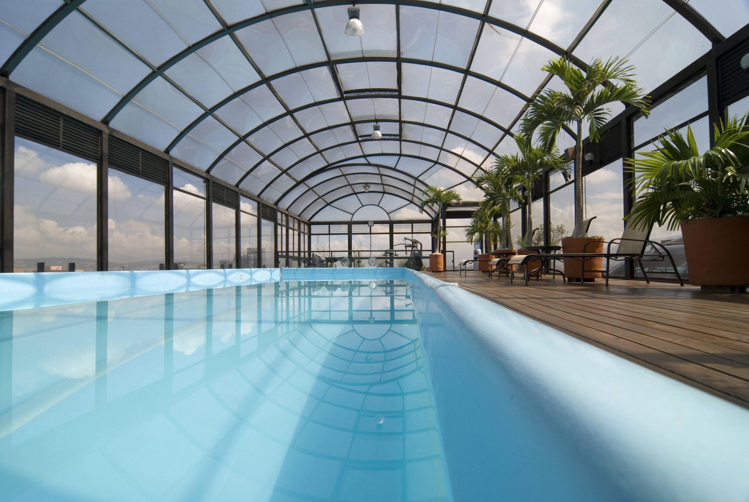 Cómo elegir la mejor cubierta para tu piscina